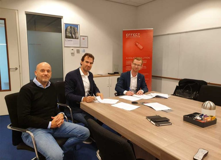 Effect Photonics signing a contract with PhotonDelta